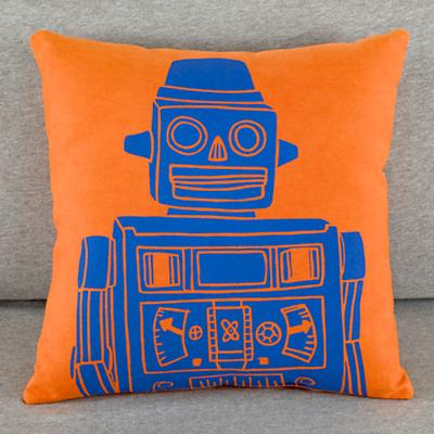 114556_RobotPillow_Orange_LL_0111