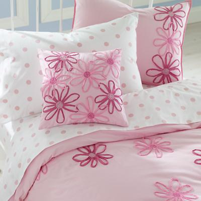 1200_boutique_pinkbed_12