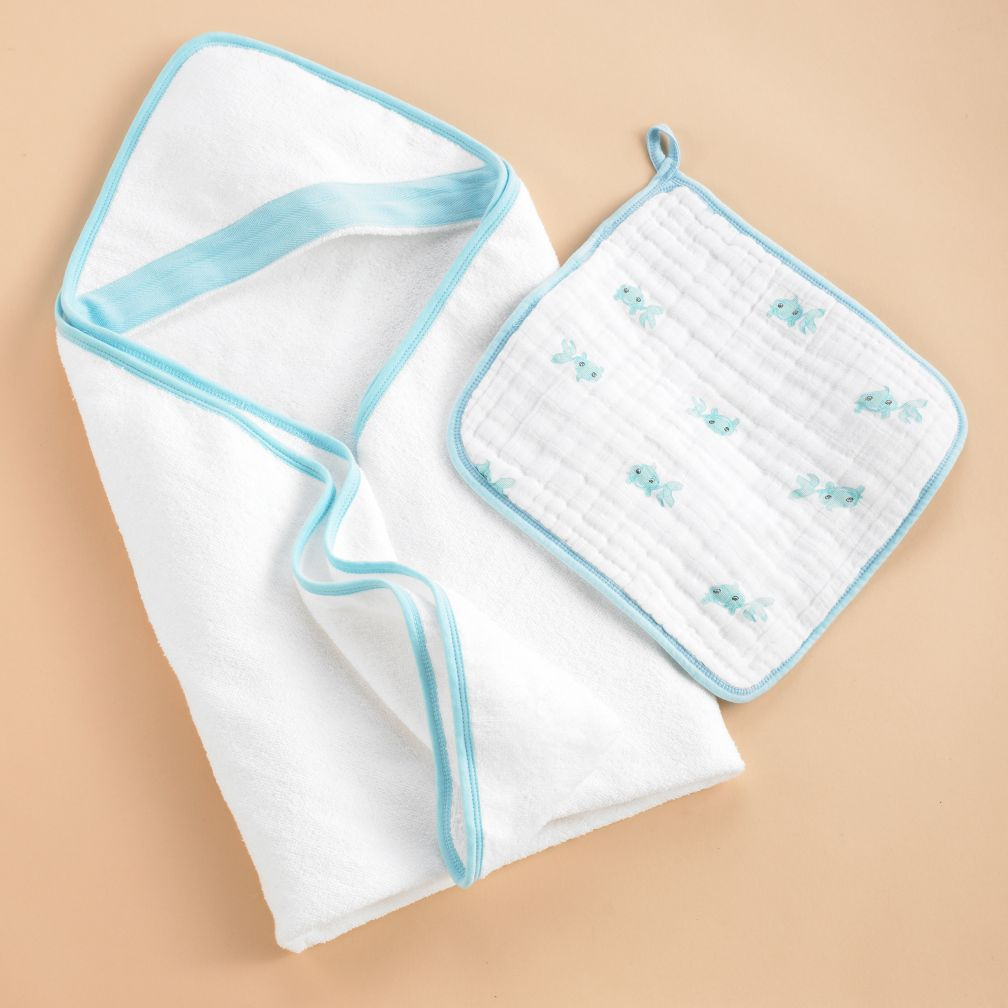 Wash Up Hooded Towel and Washcloth Set (Blue Fish)