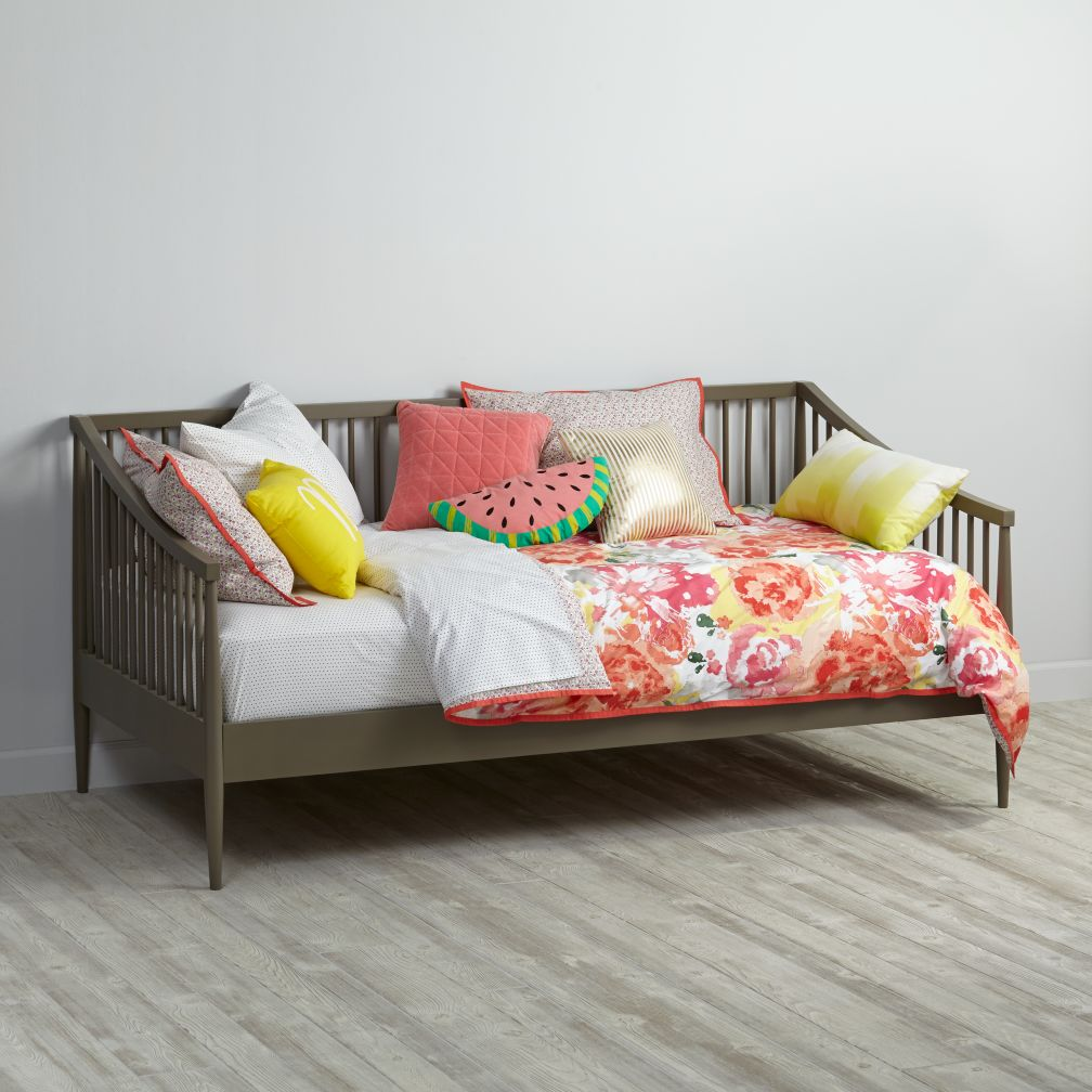 Hampshire Spindle Daybed (Clay)