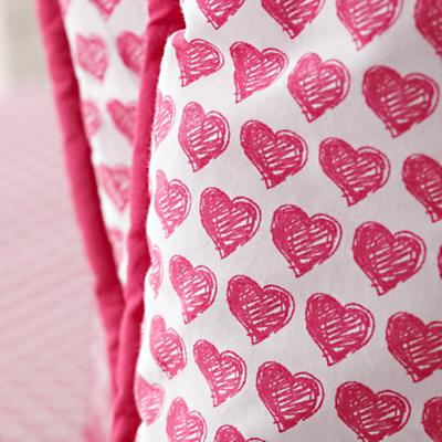 Bedding_CR_FinePrint_Hearts_Details_01
