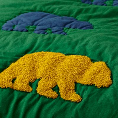 Bedding_Grizzly_Group_Detail_01