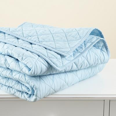 Bedding_MovingBlanket_Quilt_BL_1211