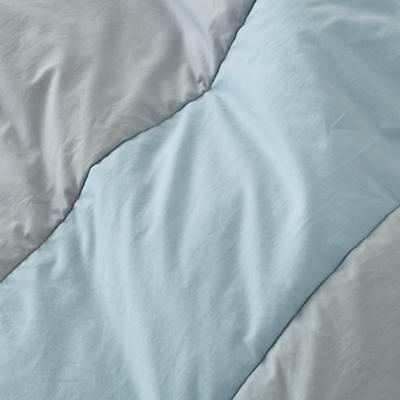 Bedding_SolidStripes_Dertails_02