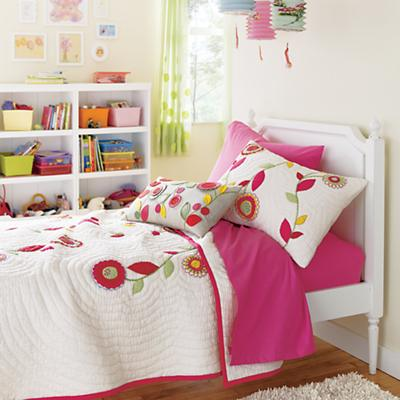 CutFlowersBedding_PetiteMargBed_SU_2011