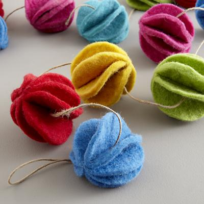 Garland_Felt_Ball_Detail_V1