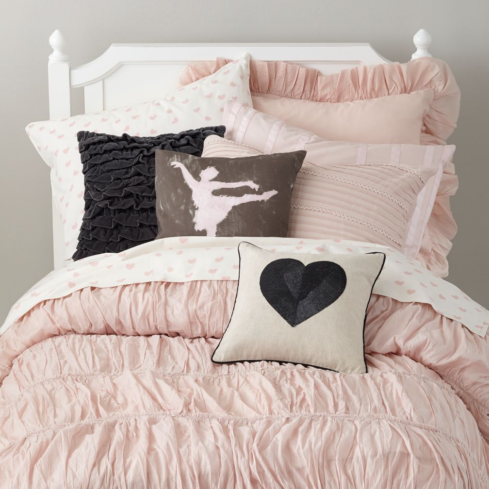 girls bedding sheets duvets pillows the land of nod. Black Bedroom Furniture Sets. Home Design Ideas