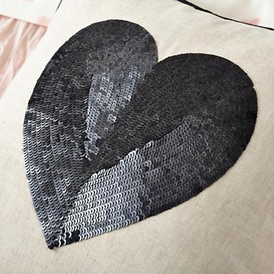 Kid_Hearts_Bedding_Detail_01