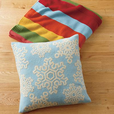 PillowSnowflake_RainbowThrow