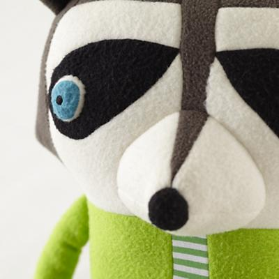 Plush_Raccoon_Dad_Detail_01