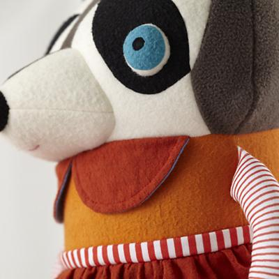 Plush_Raccoon_Mom_Detail_04