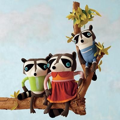 RaccoonFamilyPortrait_Ho2012