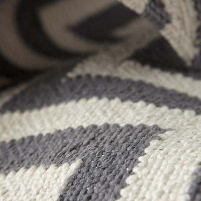 Rug_Chevron_GY_Details_10_LL_0412