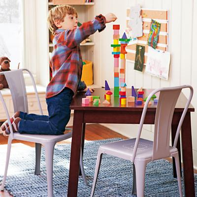 Sq_Playtable_Esp_IronGyChairs_W12013