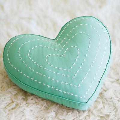 ThrowPillow_Heart_OJ_ALT_0414