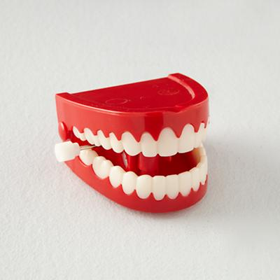 Toy_ChatteringTeeth_1011